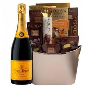 Get An Exclusive Veuve Clicquot Gift Basket Online