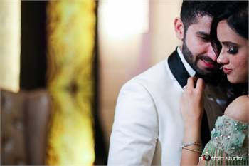 Book Pre Wedding Photographer in Delhi   Portfolio Studio