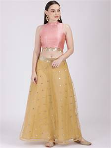 Hire Top Dresses Photographers for Dresses Photoshoot | Spyne