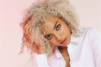 The negative effect of Bleaching Curly Hair
